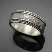 wedding-band-the-cuban-in-palladium-silver-with-antique-finish-57e995883.jpg
