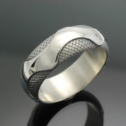 wedding-band-the-wave-in-palladium-silver-with-antique-finish-57e995762.jpg