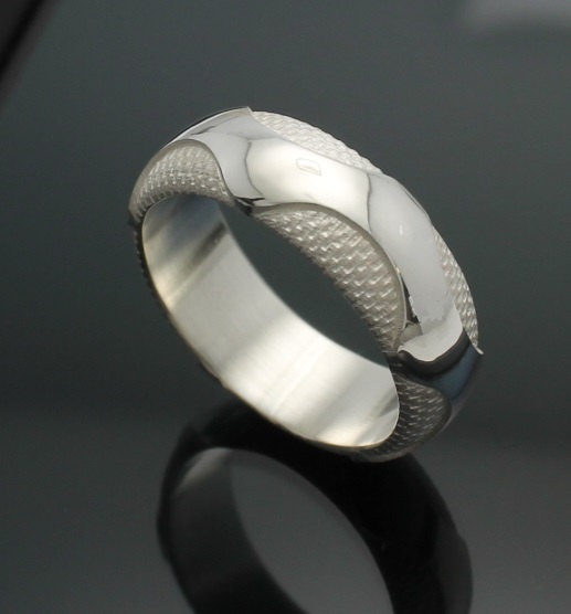 wedding-band-the-wave-in-palladium-silver-with-polished-finish-57e995631.jpg