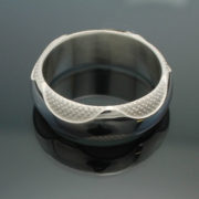 wedding-band-the-wave-in-palladium-silver-with-polished-finish-57e995643.jpg