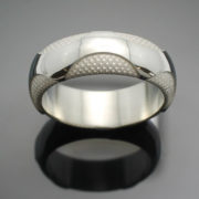 wedding-band-the-wave-in-palladium-silver-with-polished-finish-57e995644.jpg