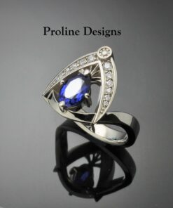 Blue Sapphire and Diamond Ring Vintage style in 14k Gold